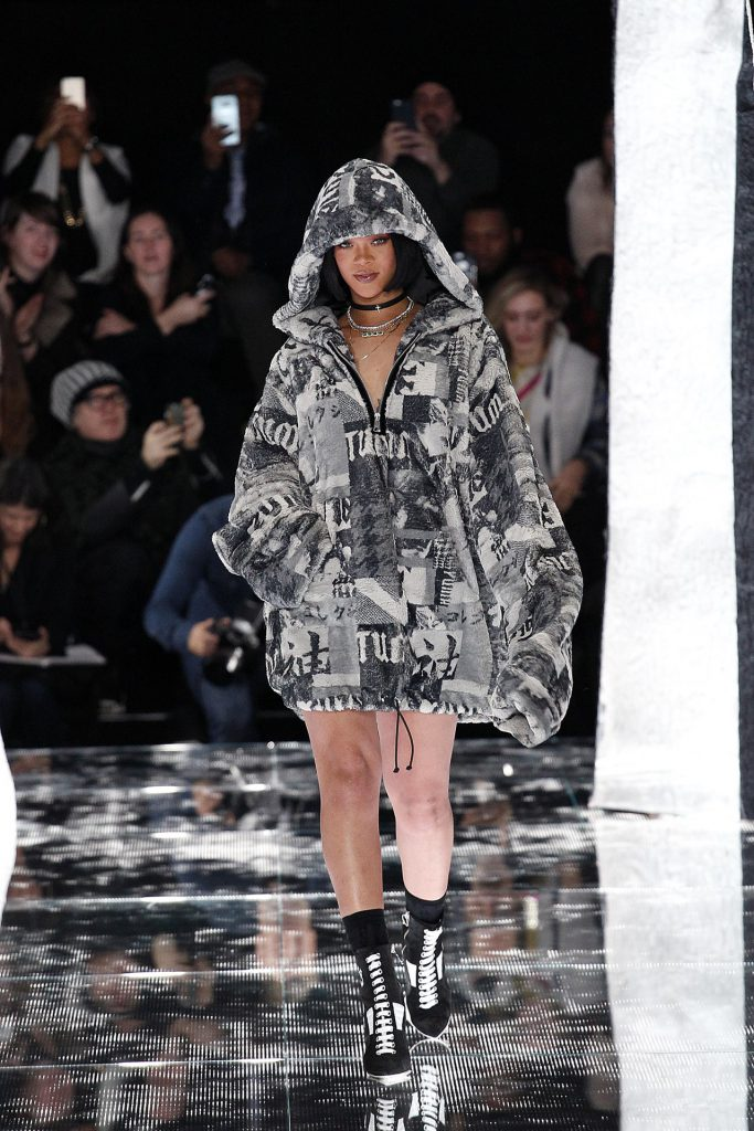 Неделя моды в Нью-Йорке  показ Fenty Puma by Rihanna - PEOPLETALK a5fc714d4a0