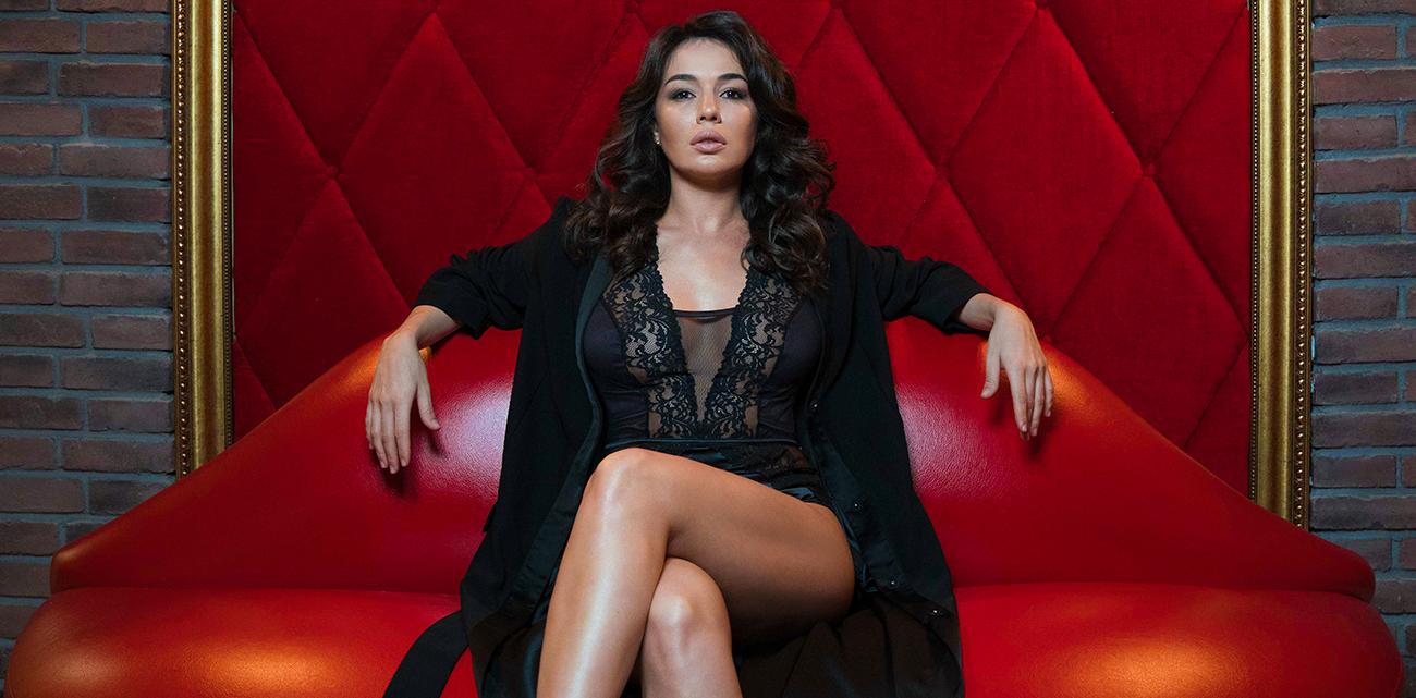 Женщина в деле: певица, танцовщица и дизайнер Варда Мартиросян
