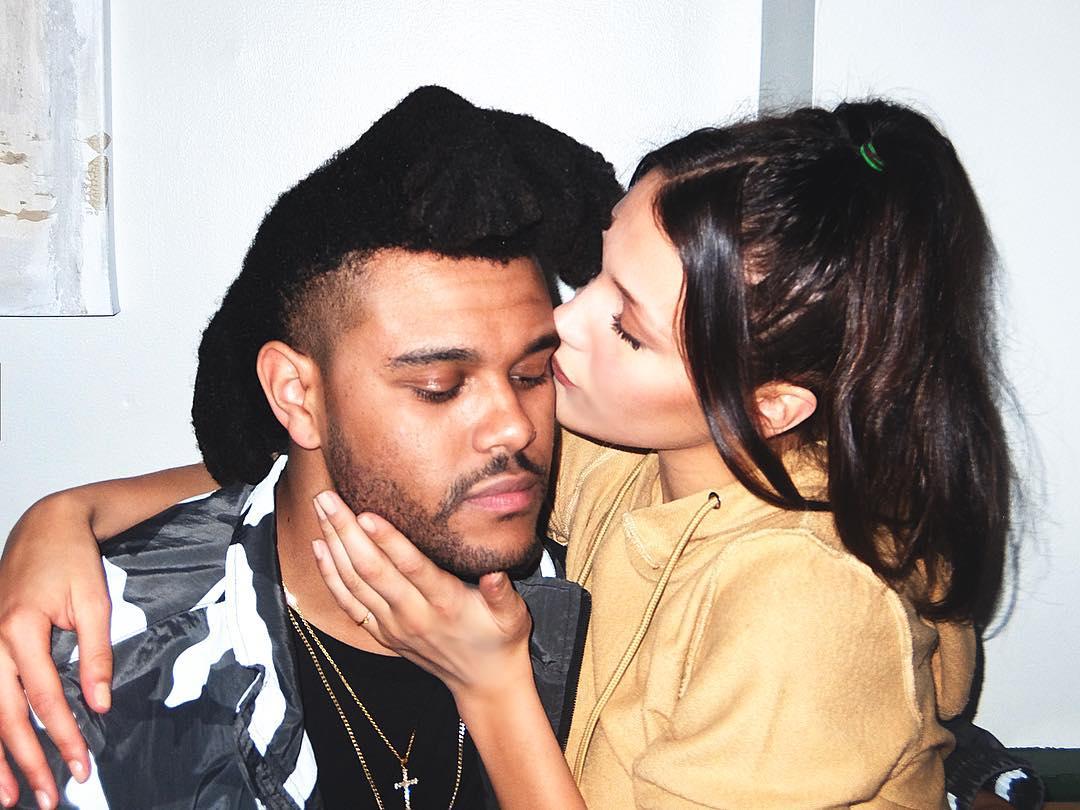 Белла Хадид оправдалась запоцелуй сThe Weeknd