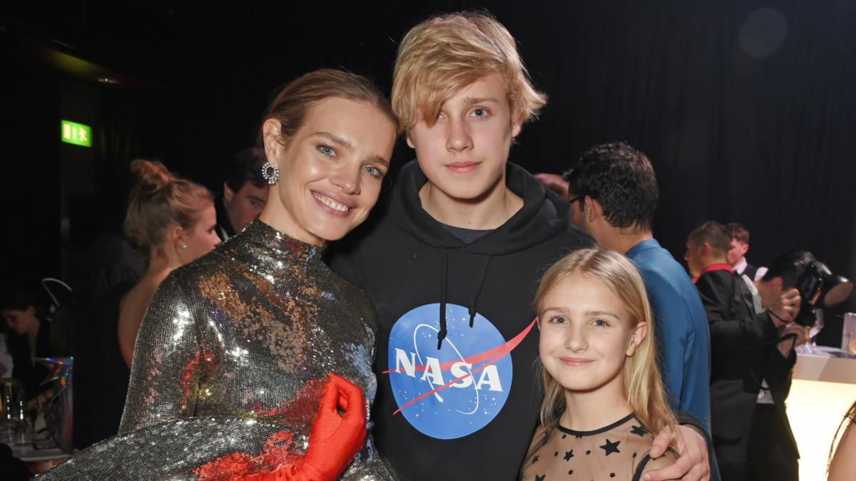 В день рождения Натальи Водяновой: звезды, которые выглядят как сестры своих дочерей
