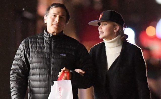 Дженнифер Лоуренс встречается с59-летним кинорежиссером Дэвидом О'Расселлом