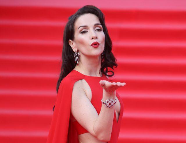 Наталия Орейро спела вкокошнике неофициальный гимнЧМ