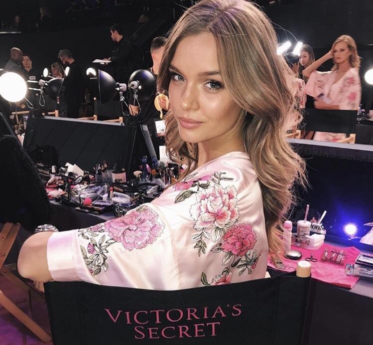 Бьюти-лайфхак: зачем модель Vicroria's Secret бреет лицо?
