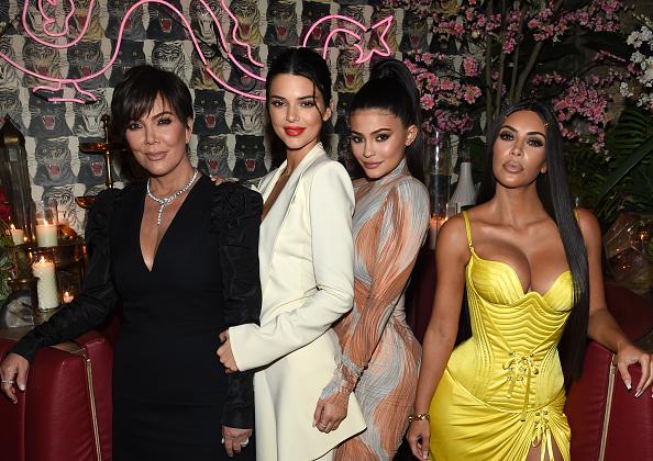 Сколько зарабатывает семья Кардашьян на косметике?