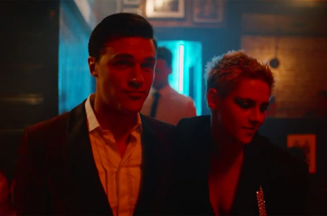 Звезда «Сумерек» снялась вновом клипе американской группы «Interpol»