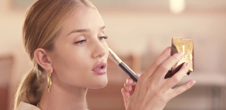 Хочешь идеальную кожу? Запоминай совет косметолога Роузи Хантингтон-Уайтли