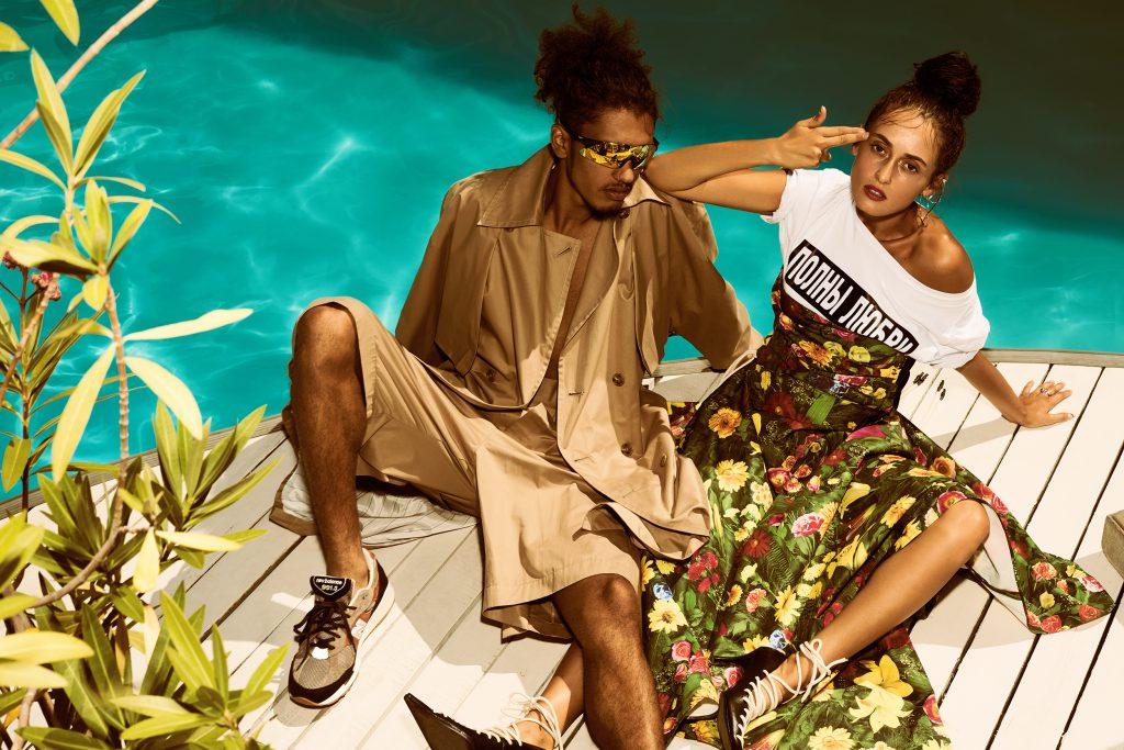 В стиле Кендалл: рваные джинсы, принтованные футболки и стильный тренч (который мы хотим)