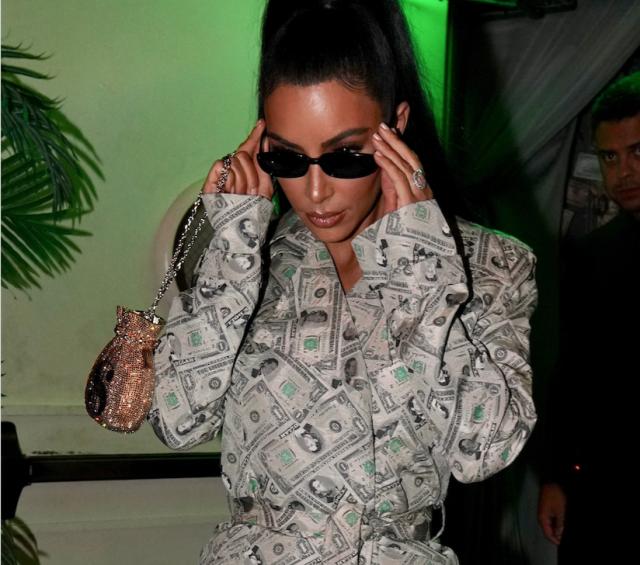 Ким Кардашьян удивила незаурядным нарядом— Красотка на млн