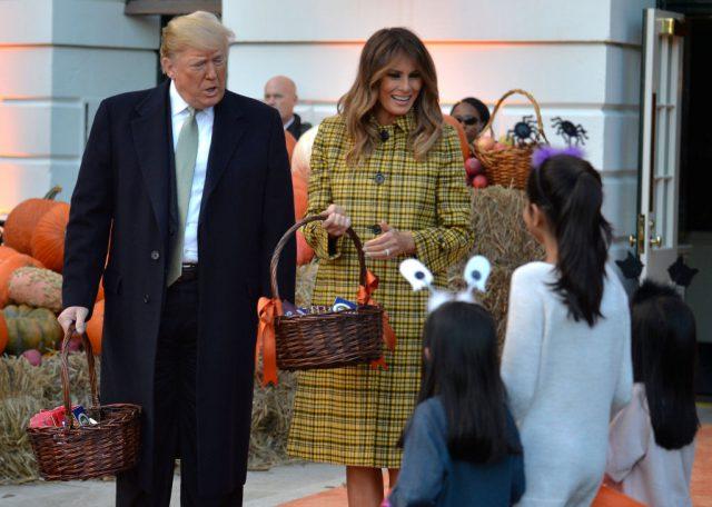 «Кошелек либо жизнь»: Мелания Трамп показала, как Белый дом встречает Хэллоуин