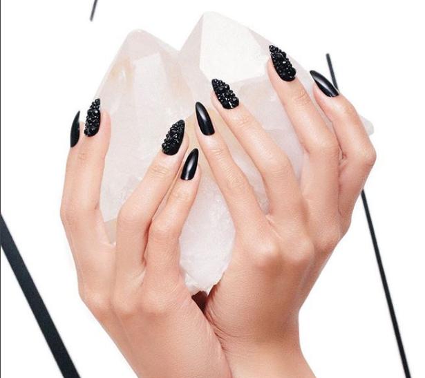 Готовимся к Хэллоуину: 10 страшно красивых и необычных nail-идей