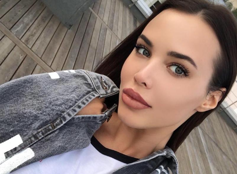 Анастасия Решетова показала фото с натуральными губами. Как тебе?