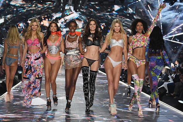 Мы не ожидали: моделей Victoria's Secret обвиняют в лишнем весе