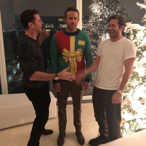 Это нужно видеть: звезды в смешных рождественских нарядах