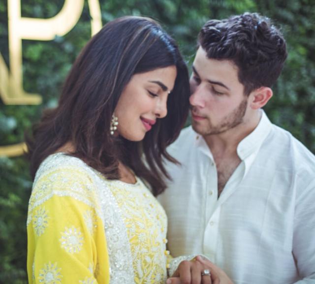 Сияющая кожа и яркие губы: как повторить свадебный образ Приянки Чопры?