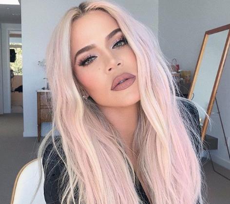 Самый популярный цвет! Лучшие образы звезд с розовыми волосами